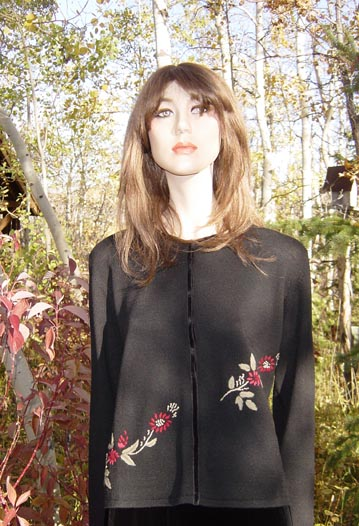 BLACK SWEATER EMBROIDERED WITH FLOWERS