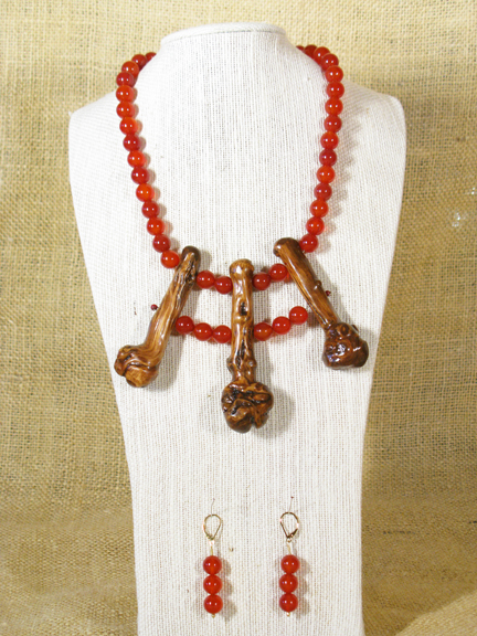3 ROOTS & CARNELIAN STONES AND GOLD PLATED CLASP