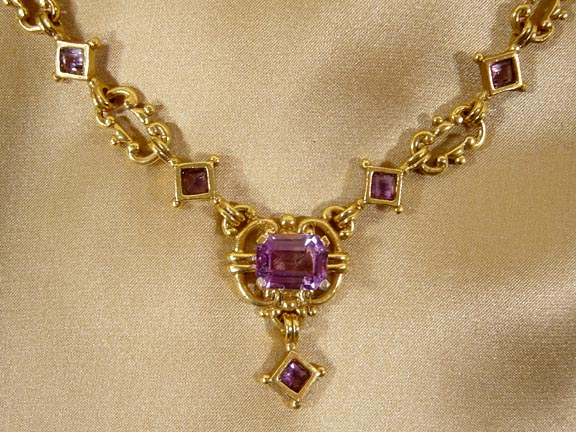 ITALIAN 16th CENTURY NECKLACE DETAIL