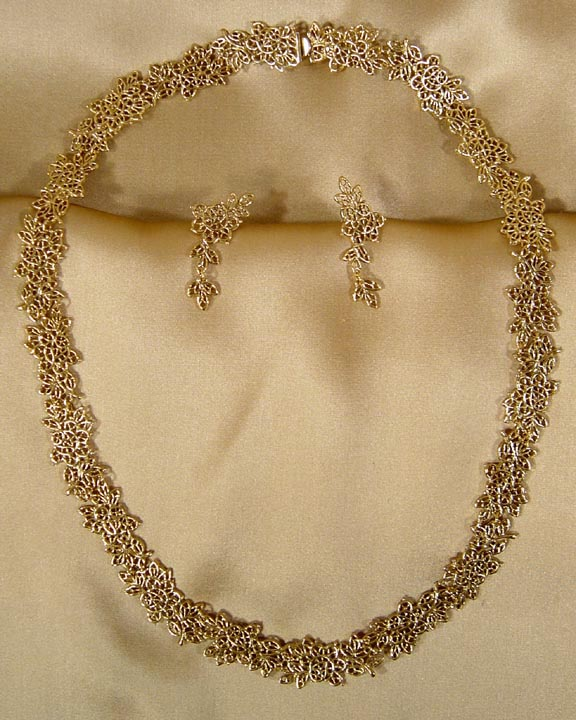 MARTHA WASHINGTON'S WILD ROSE WEDDING LACE JEWELRY FROM MOUNT VERNON