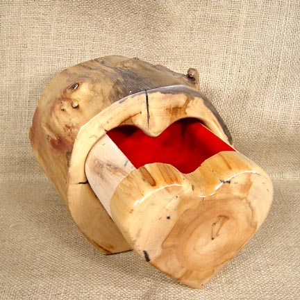 LOG HEART BOX