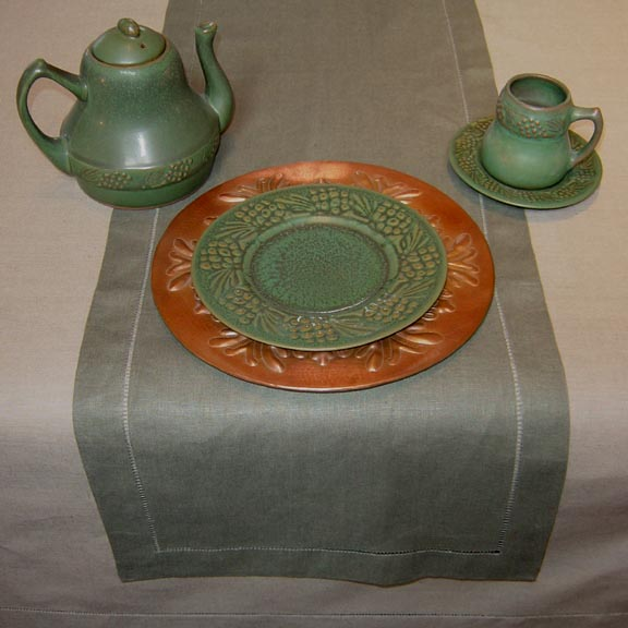 PUTTY LINEN TABLECLOTH WITH SAGE RUNNER