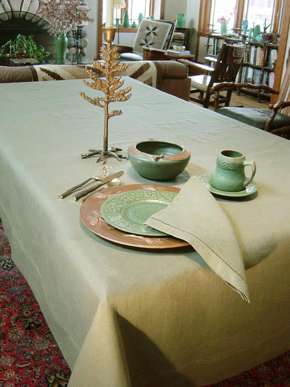 SAGE TABLECLOTHES HOME DECORATING IDEAS IN THE ARTS AND CRAFTS MOVEMENT STYLE